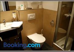 Hotel Sonderfeld - Grevenbroich - Bathroom