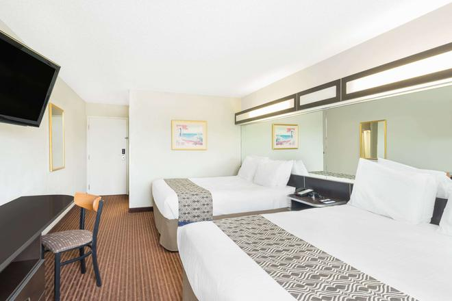 Microtel Inn & Suites by Wyndham Bowling Green - Bowling Green - Bedroom