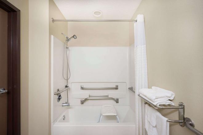 Microtel Inn & Suites by Wyndham Bowling Green - Bowling Green - Bathroom