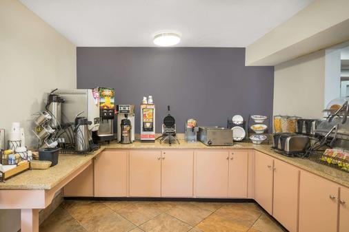 Microtel Inn & Suites by Wyndham Bowling Green - Bowling Green - Μπουφές