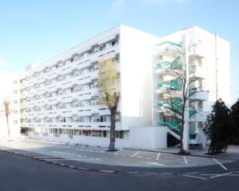 Hotel Cupidon - Saturn - Building