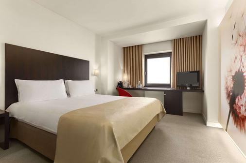 Ramada Plaza by Wyndham Bucharest Convention Center - Bucharest - Bedroom
