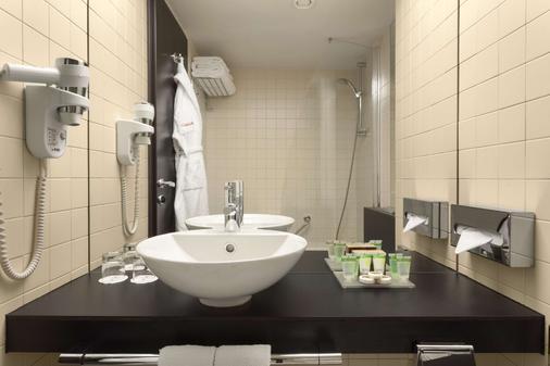 Ramada Plaza by Wyndham Bucharest Convention Center - Bucharest - Bathroom