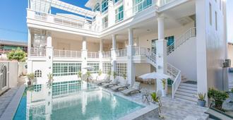 De Hug 住宅酒店 - 清萊 - 清萊 - 游泳池