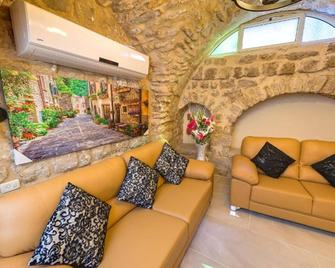 Vacation in the old city of Safed - Zefat - Wohnzimmer