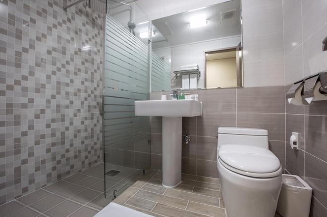 Hotel Elin - Jeju City - Bathroom