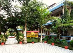 Chitwan Village Resort - Chitwan - Outdoor view