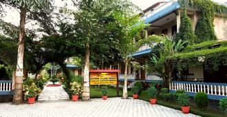 Chitwan Village Resort - Chitwan - Näkymät ulkona