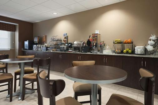Microtel Inn & Suites by Wyndham Fairmont - Fairmont - Bufé