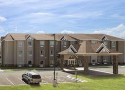 Microtel Inn & Suites by Wyndham Fairmont - Fairmont - Building
