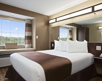 Microtel Inn & Suites by Wyndham Fairmont - Fairmont - Slaapkamer