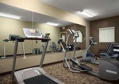 Microtel Inn & Suites by Wyndham Fairmont - Fairmont - Gym