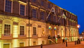 Holiday Inn Express Edinburgh City Centre - Edimburgo - Edificio