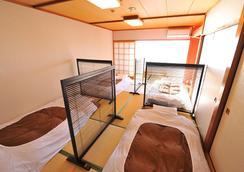 Onsen Hostel Hinoemi - Atami - Makuuhuone