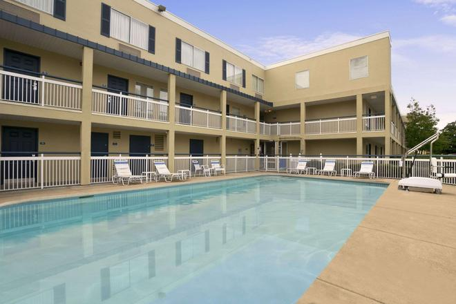Days Inn by Wyndham Chattanooga/Hamilton Place - Chattanooga - Pool