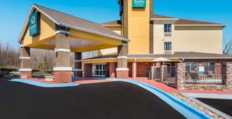 Quality Inn and Suites Huntsville Research Park Area - האנטסוויל
