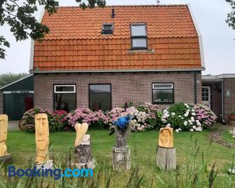 Private Pension Texel Woodart - De Cocksdorp - Edificio