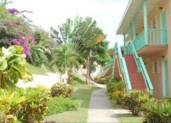 Bird Rock Beach Hotel - Basseterre - Outdoor view