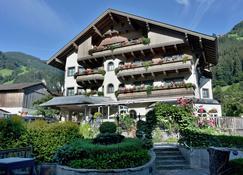 Ferienhotel Neuwirt - Schwendau