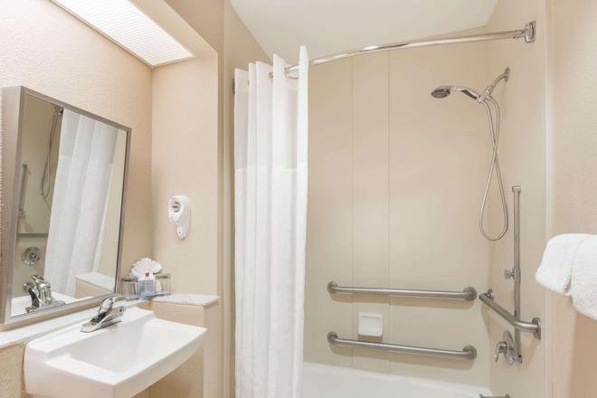 Hawthorn Suites by Wyndham Orlando Lake Buena Vista - Orlando - Bathroom