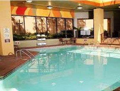 Ramada Plaza by Wyndham Atlanta Airport - Atlanta - Bể bơi