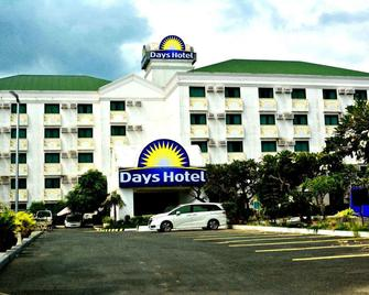 Days Hotel by Wyndham Batangas - Batangas City - Gebäude