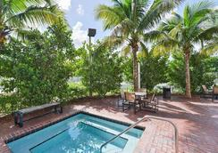 Cambria Hotel Ft Lauderdale Airport - Dania Beach - Pool
