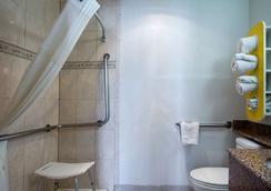 Motel 6 Santa Fe Plaza - Downtown - Santa Fe - Bathroom