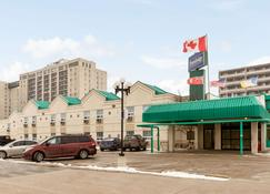 Travelodge by Wyndham Winnipeg East - Winnipeg - Bangunan