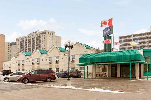 Travelodge by Wyndham Winnipeg East - Winnipeg - Building