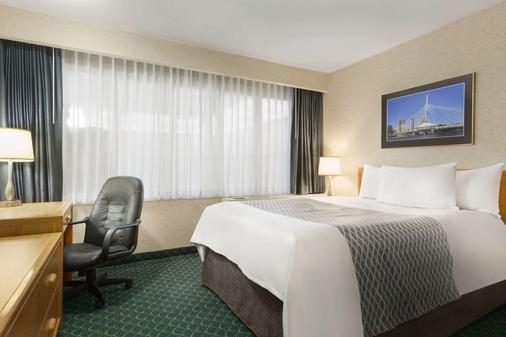 Travelodge by Wyndham Winnipeg East - Winnipeg - Bedroom