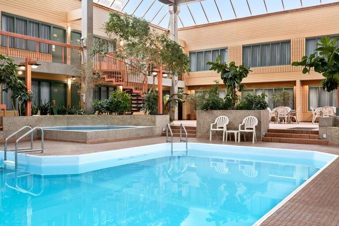 溫尼伯東旅遊賓館 - 溫尼伯 - 溫尼伯 - 游泳池