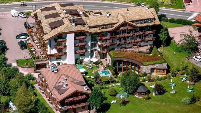Hotel Gran Paradis - Campitello di Fassa - Rakennus