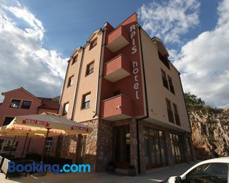 Apis Hotel - Trebinje - Gebäude