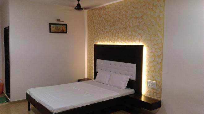 Sun Beach Resort - Utan - Bedroom