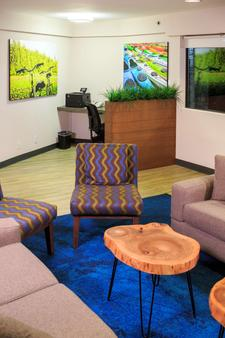 Accent Inns Burnaby - Burnaby - Business centre
