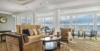 Water's Edge Resort & Spa - Westbrook - Living room