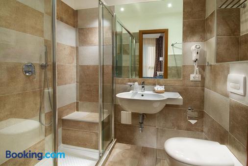 Hotel Mediterraneo - Pesaro - Bathroom