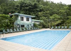 Lands in Love Hotel and Resort - San Lorenzo - Piscina
