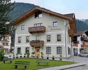 Alpenhotel Kramerwirt - Mayrhofen - Building
