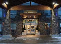 Holiday Inn Express Golden-Kicking Horse - Golden - Building