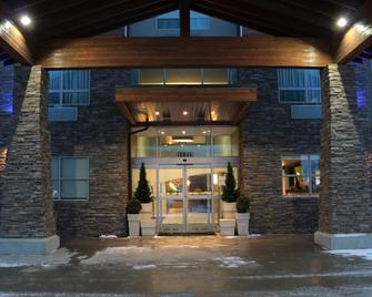 Holiday Inn Express Golden-Kicking Horse - Голден - Здание