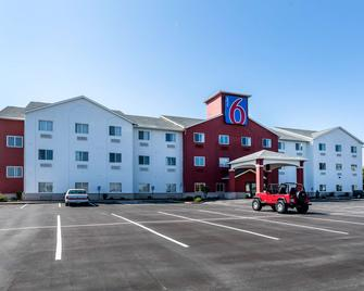 Motel 6 Indianapolis - Southport - Indianapolis - Building