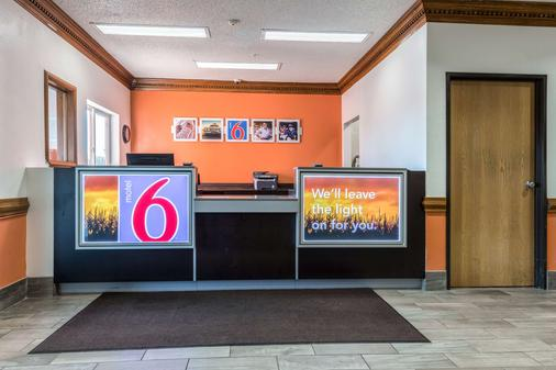 Motel 6 Indianapolis - Southport - Indianapolis - Front desk
