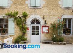 Hotel-Restaurant Les Caudalies - Arbois - Building