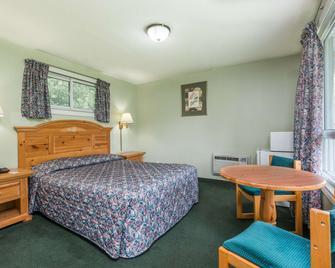 Knights Inn Bracebridge - Bracebridge - Bedroom