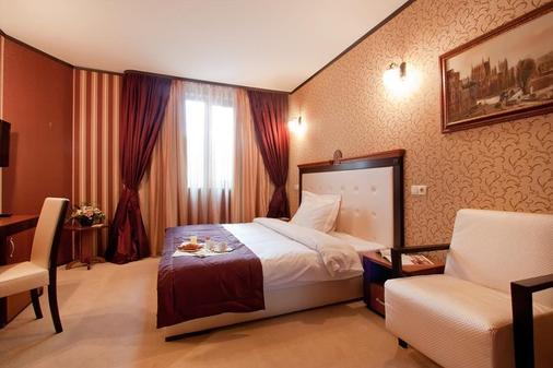 Best Western Plus Bristol Hotel - Sofia - Bedroom