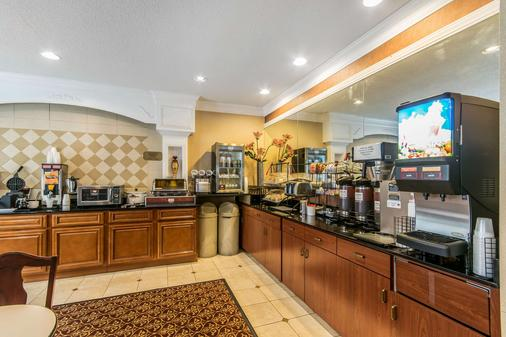 Quality Inn and Suites Evansville - Evansville - Buffet