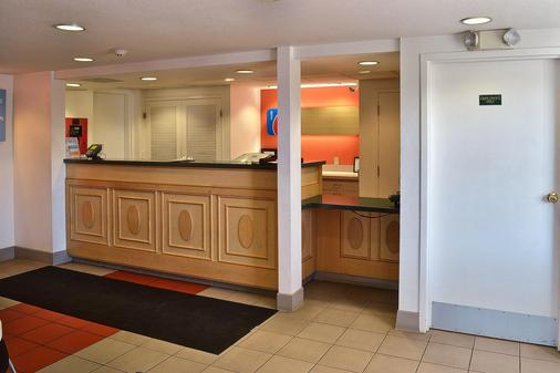 Motel 6 Billings - North - Billings - Front desk