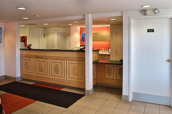 畢林斯北 6 號汽車旅館 - 比林斯 - 畢林斯 - 櫃檯